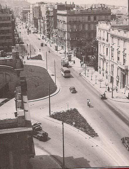 1955 ~ Πλατεία Αιγύπτου στη διασταύρωση των Λεωφόρων Αλεξάνδρας και Πατησίων. ( Αιγύπτου επειδή τα κτίρια γύρω της έγιναν από Αιγυπτιώτες).