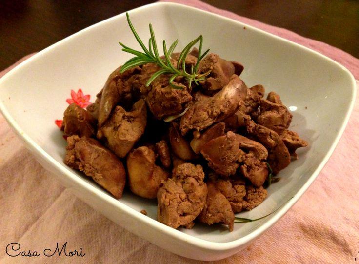 I fegatini di pollo all'aglio e rosmarino sono un secondo semplice ma molto buono