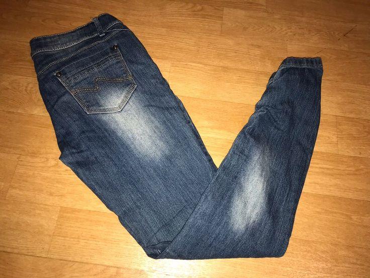 Jeans slim femme Taille 38 bon état de marque . Taille 38 / 10 / M à 2.00 € : http://www.vinted.fr/mode-femmes/jeans-skinny/67344835-jeans-slim-femme-taille-38-bon-etat.