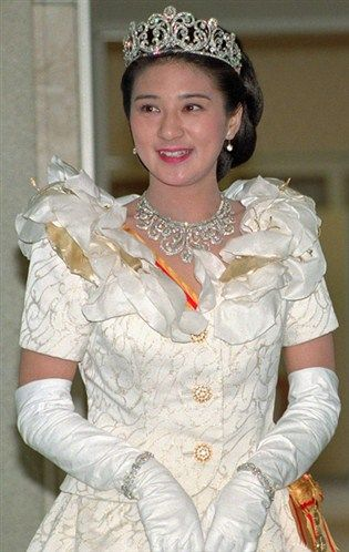 Front view of the tiara of the Crown Princess Masako