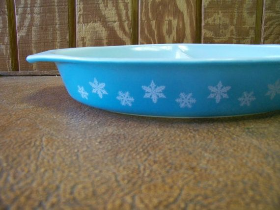 VINTAGE SNOWFLAKE PYREX 1.5 Quart Divided by tithriftstore on Etsy, $12.00