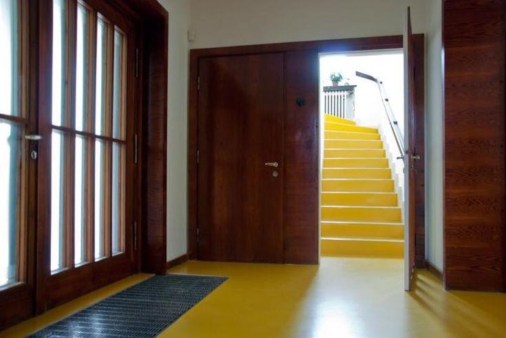 Kaučukové podlahy Artigo žluté, reference BOCA Praha. / Rubber floor Artigo yellow, reference BOCA Praha. http://www.bocapraha.cz/cs/reference-detail/80/funkcionalisticka-vila-ceska-republika-kaucukove-podlahy/