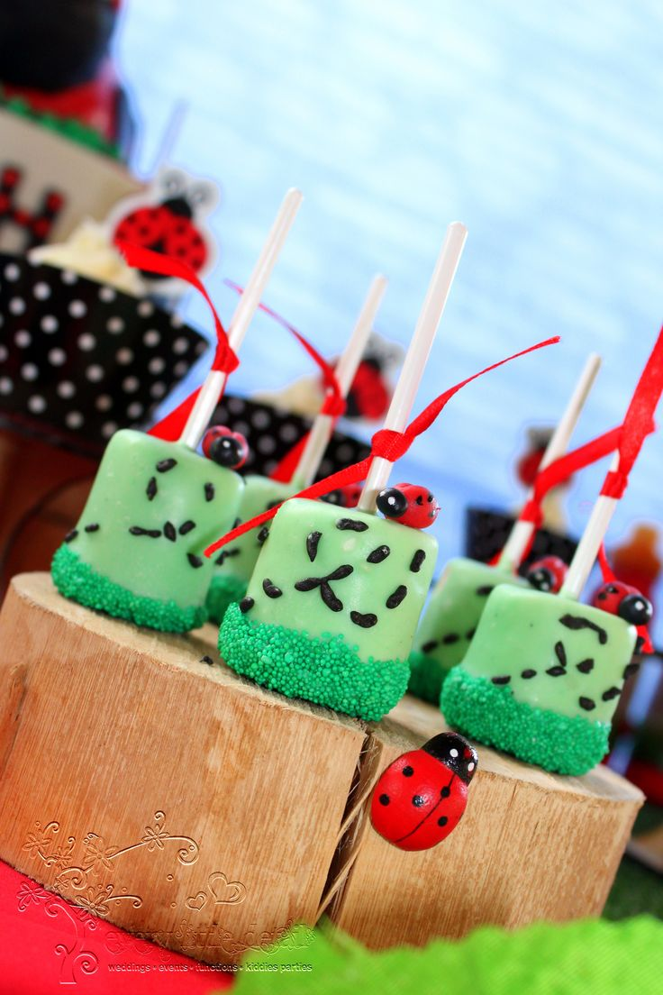 Ladybug Dipped Marshmallow Pops #Ladybug #1stBirthday