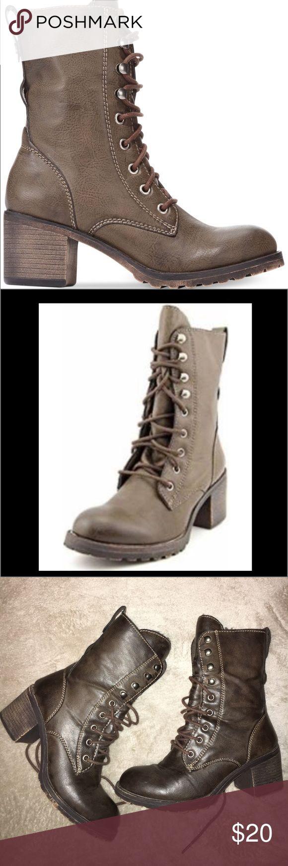 American rag zack moto combat boots 7W American rag combat boots with a heel size 7 W American Rag Shoes Combat & Moto Boots