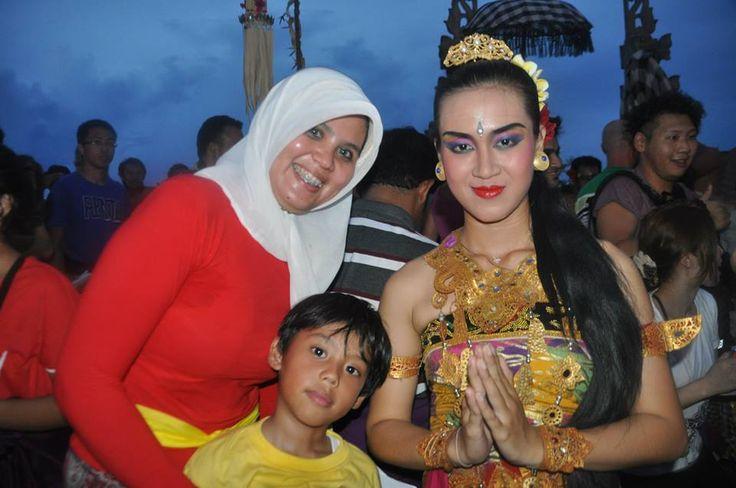 #bali #kecakdance #uluwatubali #traditionalbalidance www.baliholidays77.com: Things To Do In Bali : Watching Kecak Dance Show A...