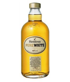 The Hennessy Pure White Cognac is a very interesting one. First of all one has to comment on the very simple, Cognac-unlike, almost modern 70 cl bottle. The spirit is at 40% ABV.