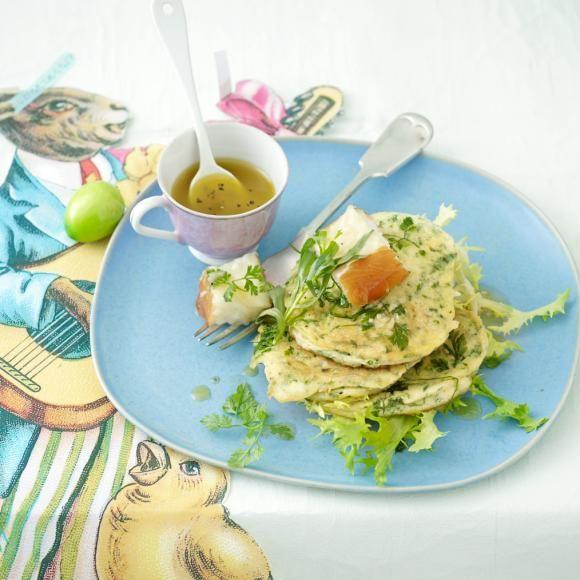 Rezept: Kräuterpfannküchlein mit geräuchertem Heilbutt