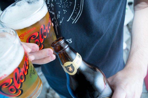 Para anunciar sua promoção de dia dos pais, o Ribeirão Shopping nos enviou um kit lindo da #Cervejaria Colorado com o rótulo 016 e uma caldereta. Já tínhamos experimentado a nova cerveja da Colorado e adoramos! Quando vimos o presente, ficamos super felizes e ele foi direto para geladeira.