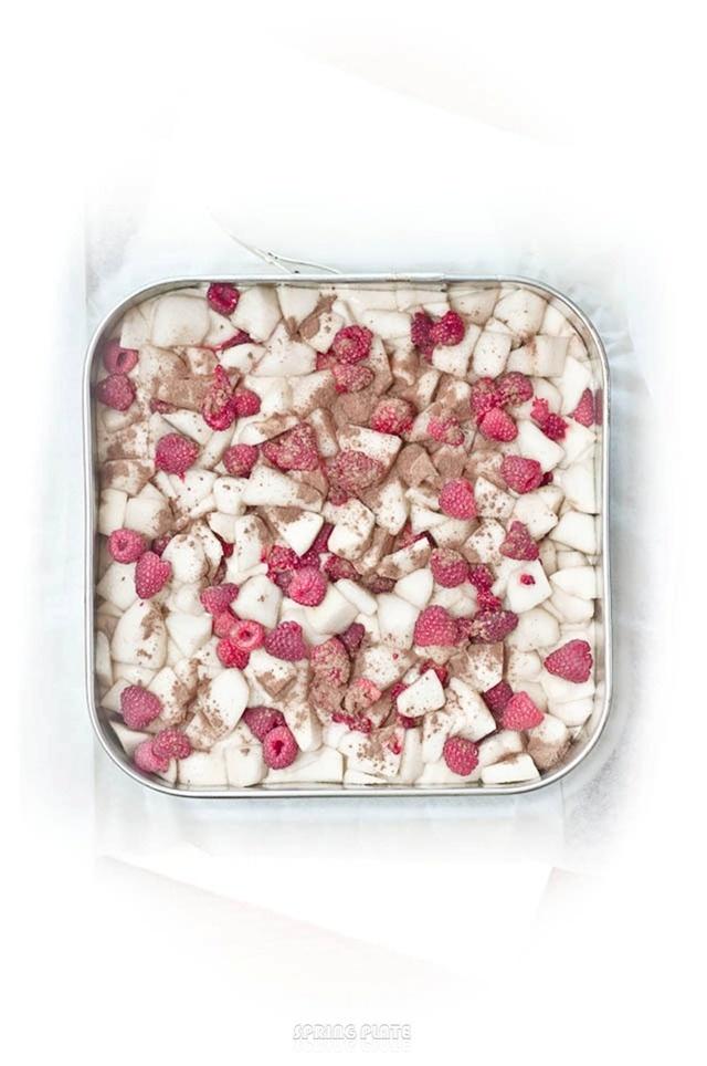 pear & raspberry pie | Food Photography | Pinterest
