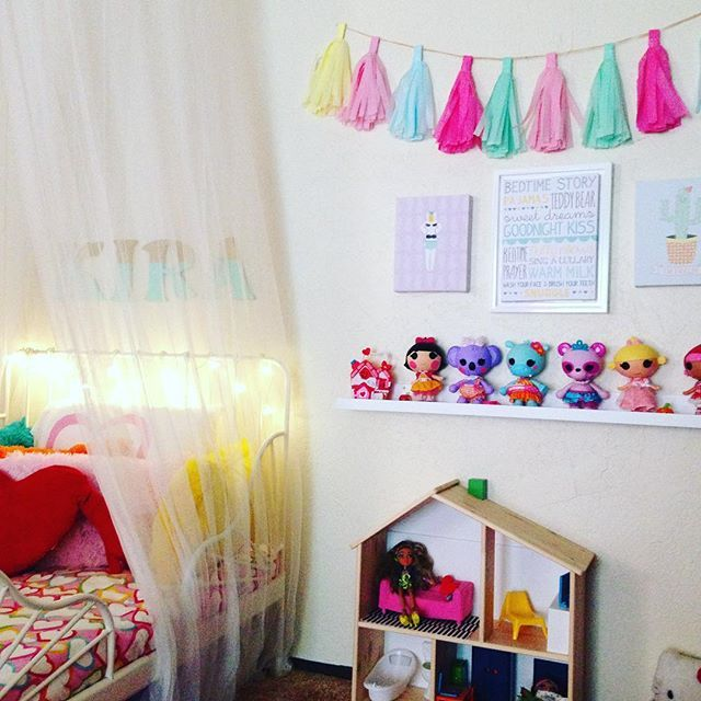 Rainbow Themed Room: 17 Best Toddler Girl Bedroom Decor (Heart Rainbow Unicorn