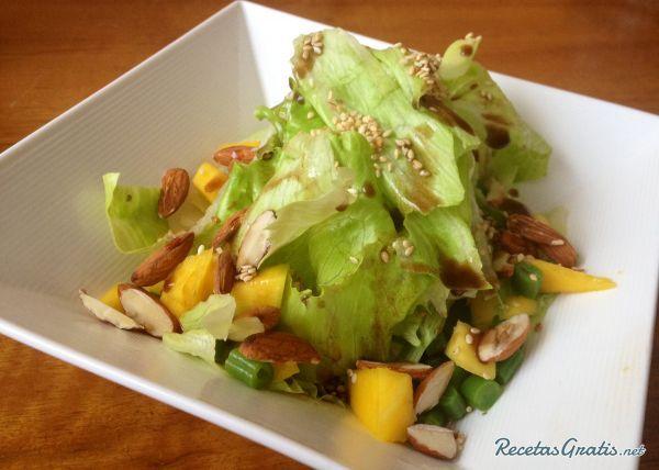 Aprende a preparar ensalada de lechuga con mango y almendras con esta rica y fácil receta. La ensalada de lechuga con mango y almendras es una ensalada de sabor...