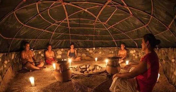 """El temazcal es un baño de vapor que se ha utilizado ampliamente en Mesoamérica desde hace milenios, con fines terapéuticos, higiénicos y rituales. La palabra temazcal proviene del náhuatltemazcalliy significa """"casa de vapor"""" (temaz – vapor, calli – casa). El calor, el vapor y el sudor provocan una purificación corporal bien conocida por las culturas antiguas. En la tradición del temazcal, esta purificación no se limita al cuerpo sino que también abarca lo espiritual."""