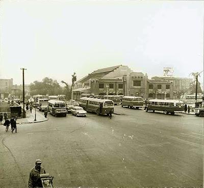 Santiago de Chile, Acceso de avenida Independencia con la Piscina Escolar de fondo, en 1969