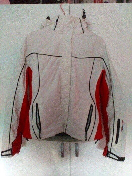 Moje Bílá zimní bunda od Hannah! Velikost 36 / 8 / S za250 Kč. Mrkni na to: http://www.vinted.cz/damske-obleceni/ostatni-kabaty-a-bundy/11017845-bila-zimni-bunda.