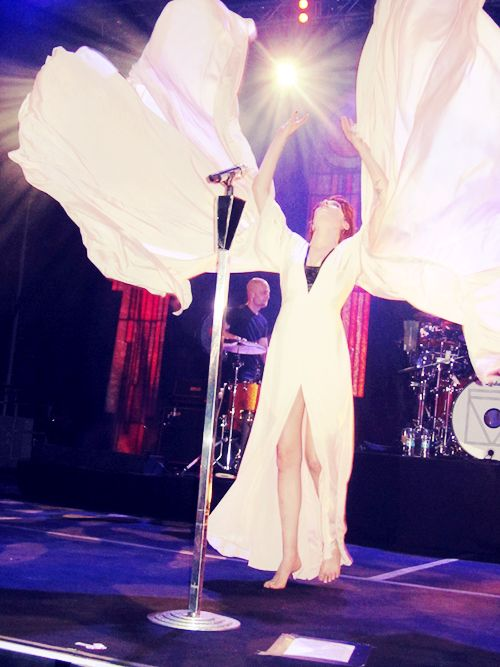 Florence Welch ~Everyone bow before the Angel of Music, Khaleesi of melody, and      Goddess of Song!!!!~