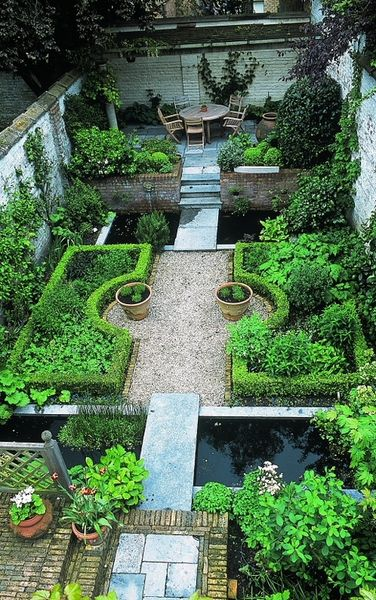 .A beautiful courtyard garden. Love the three separate areas -- it makes the space seem larger than it is