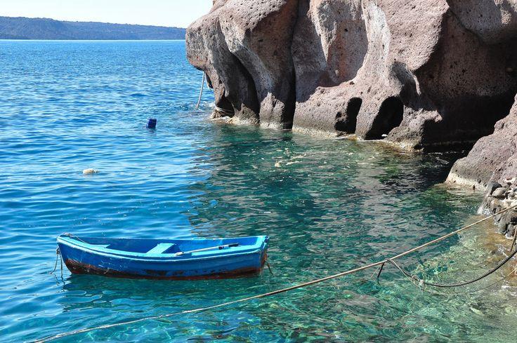 Row Boat - Santorini/Fira/Oia (from #luisdehoyos at www.500px.com/dhclicks )