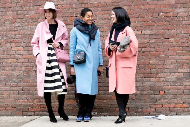 Tren Mantel Warna Pastel Pada Street Style Fall Winter 2015 | Style.com Indonesia
