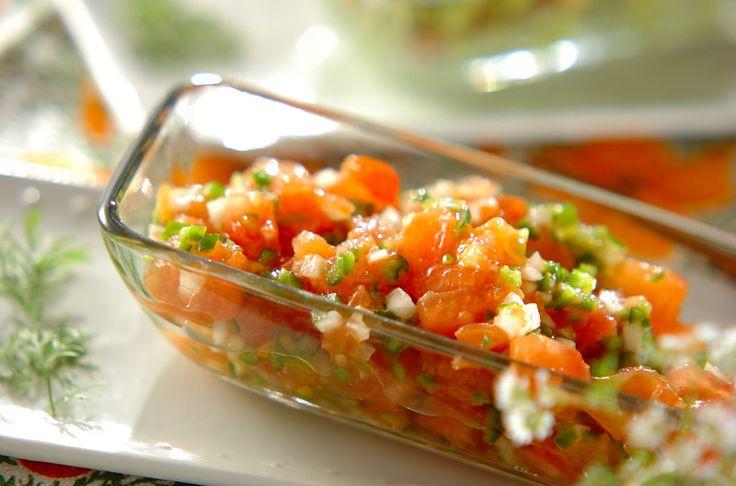 メキシカンカラーの赤、白、緑の彩りキレイなピリ辛ソースです。トルティーヤに具材とはさんでいただきます。サルサ・メヒカーナ~フレッシュトマトのソース~/近藤 瞳のレシピ。[エスニック料理/前菜]2014.07.14公開のレシピです。