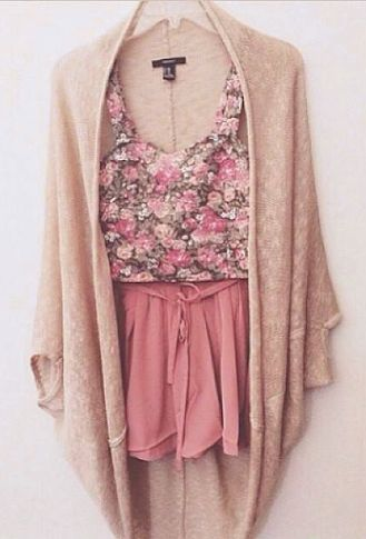 This cute summer outfit displays the use of neutral colours and light pink colours working together to create a soft, feminine look.