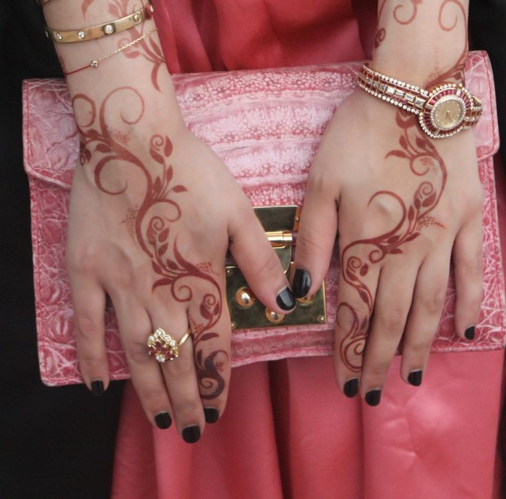 QuickDo henna: feels like a henna pen or a stencil has been used for this