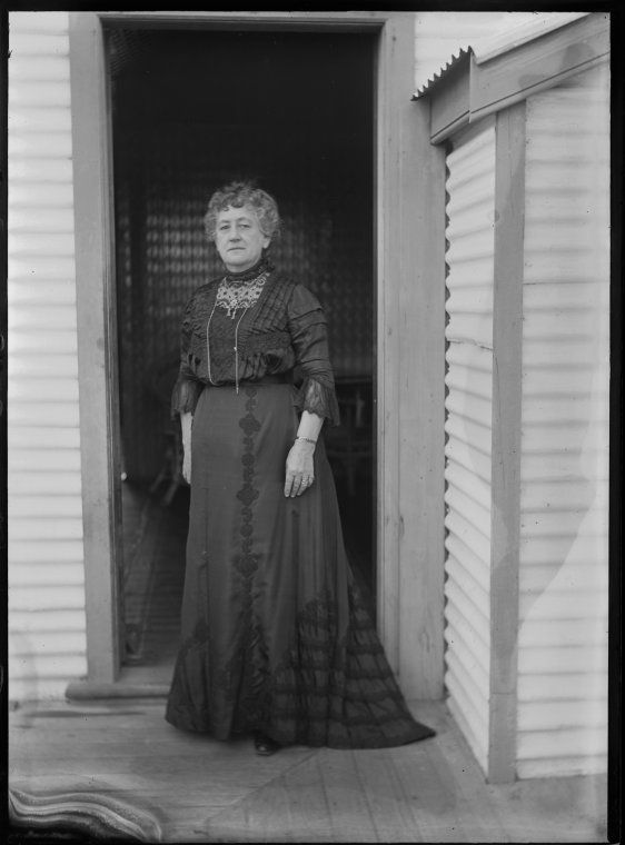 007633PD: Unidentified woman, Port Hedland, ca. 1910 https://encore.slwa.wa.gov.au/iii/encore/record/C__Rb2859044