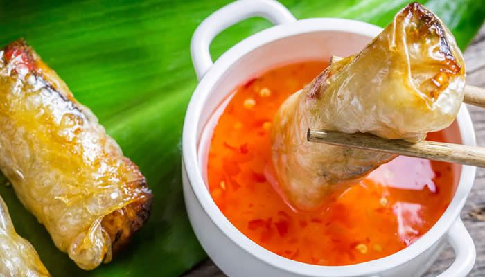 Lasalsa agrodolceè la classica salsa che si trova al ristorante cinese per accompagnare diverse loro pietanze Semplicissima da preparare ma molto buona !