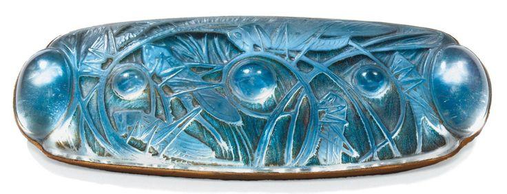 RENÉ LALIQUE Broche sauterelles et cabochons Grande broche de forme oblongue, 1913
