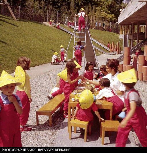 LE JARDIN D'ENFANTS Costume de rigueur pour les plus jeunes visiteurs de l'Expo.
