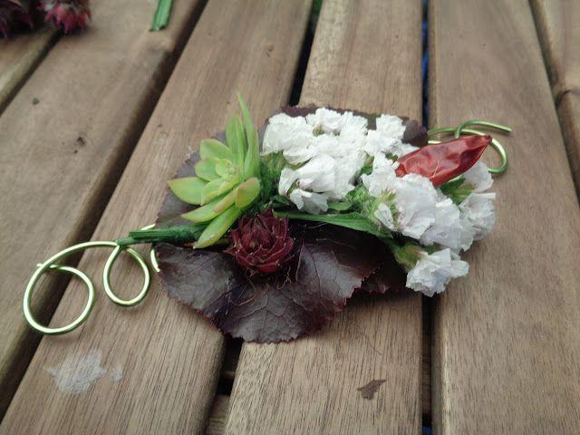 How to make a flowered bracelet - https://lefotodiluisella.blogspot.it/2017/05/bijoux-vegetali-orticola-2017.html