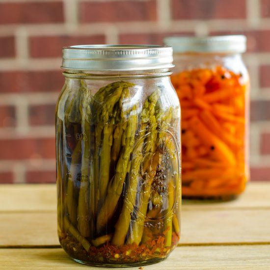 Spicy and tangy pickled asparagus