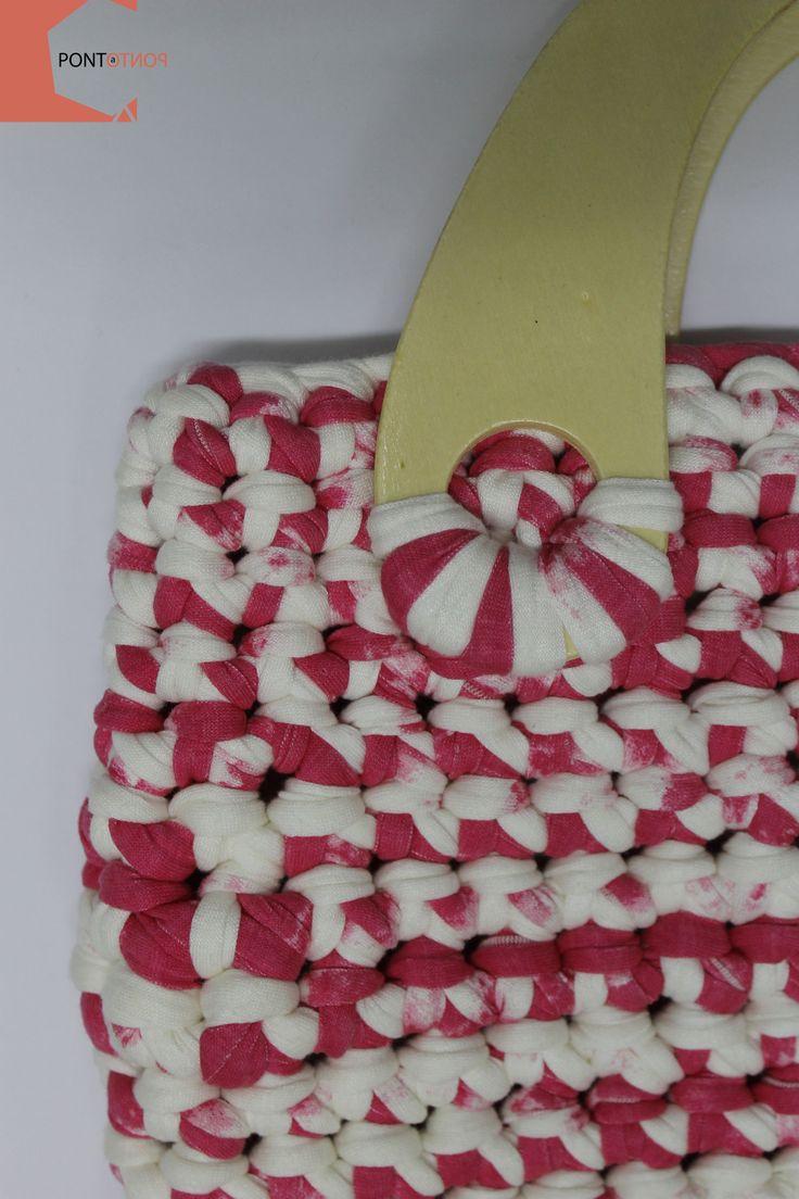 Ponto a Ponto | Modelo #5  Mala de mão | Padrão Rosa # Branco | Alças em madeira   Para mais informações vá a https://www.facebook.com/pontoapontobags :)