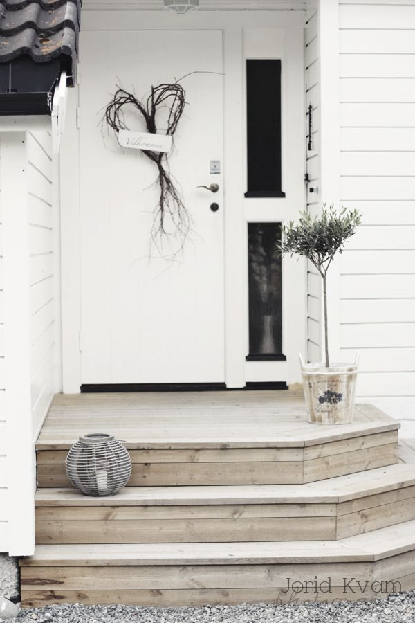 Love the steps to this front door. An idea for our French doors perhaps...?