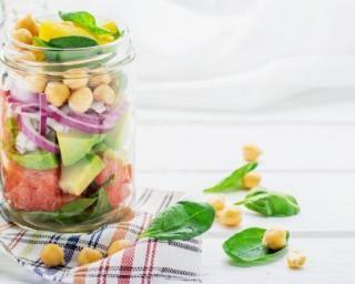 Salade fraîche minceur en bocal : http://www.fourchette-et-bikini.fr/recettes/recettes-minceur/salade-fraiche-minceur-en-bocal.html