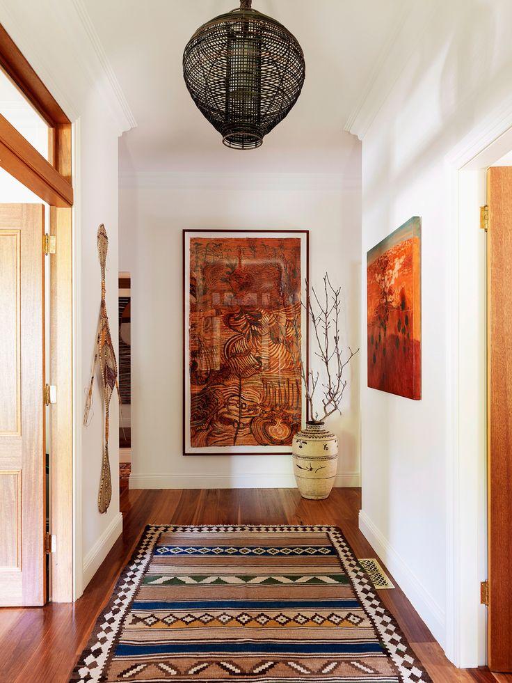 Gewürzfarben, Stickereien und Mustermixe: Ob in der Mode oder im Interior – der aufregende Ethno-Trend hält Einzug in unser Zuhause. So stylen Sie den Look!