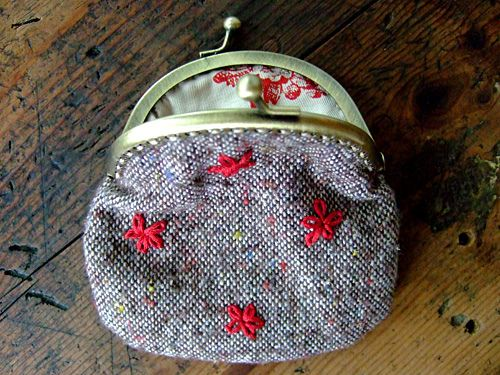 Tutorial: DIY Coin Purse.  I definitely need to make one of these - I always need spare change for meters & laundry now that I am living in the city