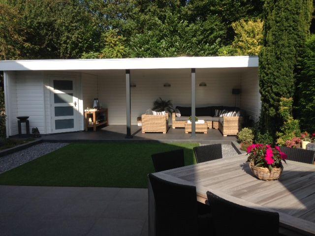 Prachtig modern tuinhuis van Jan de Boer Tuinhuizen inclusief een geweldige veranda om heerlijk te genieten.