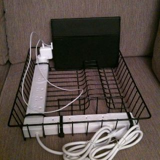 iPad charging station! $5 dish rack, 2 powerboards and 4 zip ties! - If your school is using iPads for literacy for students, this would be a time saving idea for a charging station!