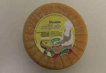 Vesna Loborika - CROACIA Queso curado de leche de oveja, cuya producción es limitada debido a que la producción de leche de oveja es estacional. El queso es que combina los aromas de la parte sur de Istria, en la primavera y el verano