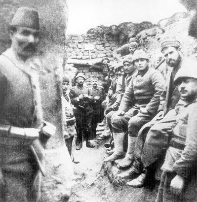 Türk askerleri siperde swiss swiss.