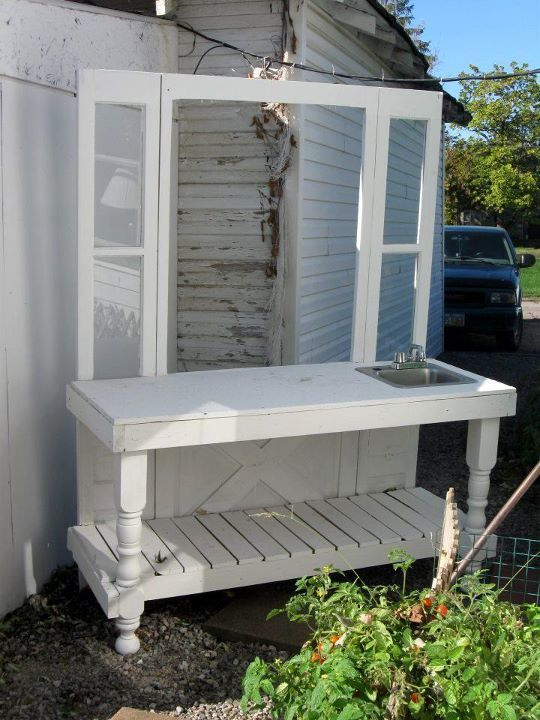 Another neat potting bench or serving table for my patio. Love it!
