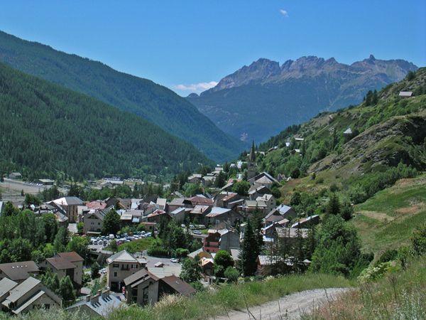 Aiguilles est au coeur du Parc naturel régional du Queyras et ravira petits et grands de par la multitude d'activités que ce village propose.