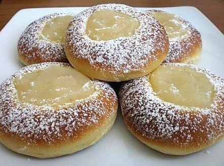 Kysnuté koláčiky s jablkovým krémom