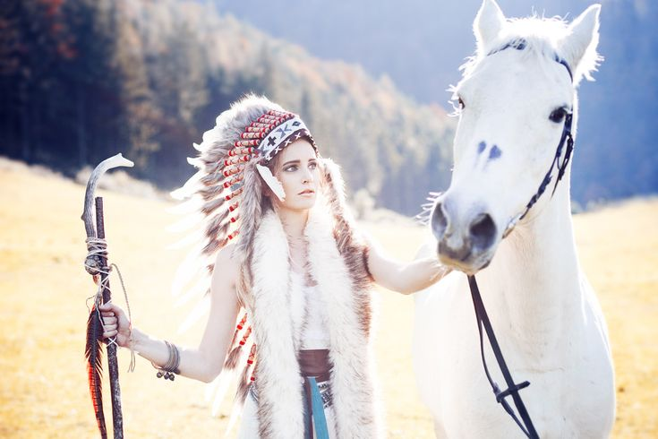 White Indian Headdress in stock and available in our online shop (89.- USD)! Step by and check out our blog post ´Horses - Symbol Of Loyalty, Power & Devotion´ – Indian Headdress - Novum Crafts
