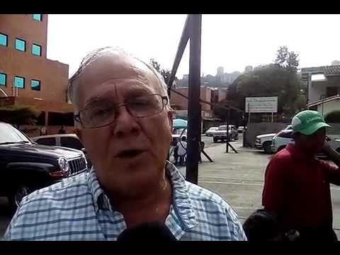 Ciudadanos en Santa Mónica, Caracas, buscan cómo retirar efectivo desde temprano en banca pública - http://www.notiexpresscolor.com/2016/12/21/ciudadanos-en-santa-monica-caracas-buscan-como-retirar-efectivo-desde-temprano-en-banca-publica/