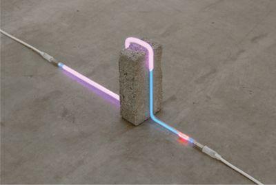 Nina Canell, Soft Stone, Neon, 2009.