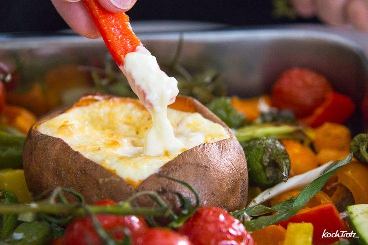 gebackene und gefüllte Süßkartoffeln mit Ofengemüse
