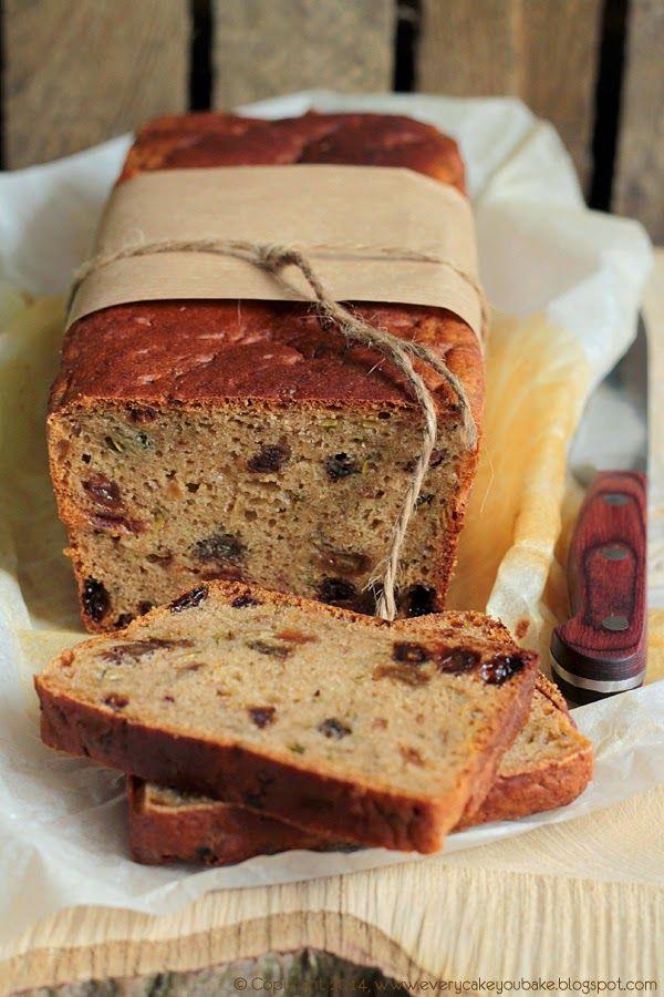 Korzenny chlebek cukiniowy