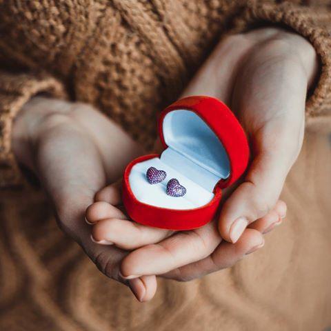 Ваша задача мечтать, двигаться, любить❤️️ и наблюдать, какие чудеса преподносит вам жизнь. И если что-то складывается не так, как вы хотели, значит будет еще лучше. Мы дарим вам частичку нашей любви, чтобы сделать вашу зимнюю неделю сказочной. В интернет-магазине KAZKA Jewelry скидка 20% на весь ассортимент. http://kazka.ua/