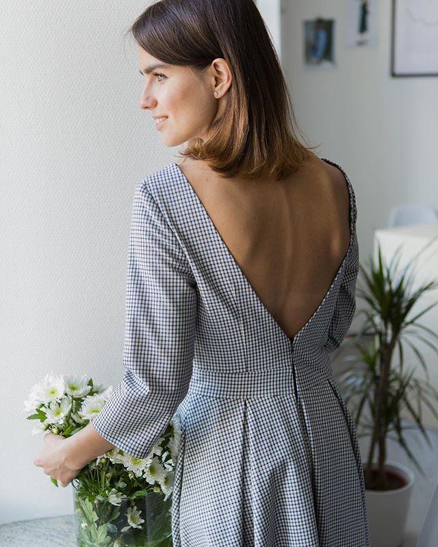Доброе утро ☀️ Для лета отлично подойдут хлопковые  платья из новой коллекции #perepoloh! На фото @olgadosova в одном из таких платьев (длина миди, глубокий вырез на спине, размер XS/S, S/M, 5.800₽) Данная модель платья также представлена в джинсовой хлопковой ткани в мелкий горошек. Фотограф @tanya_volkova